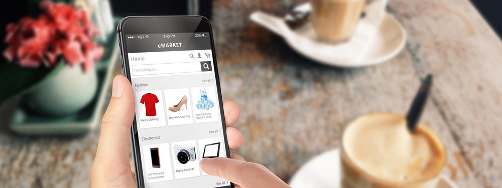 La schermata di un iPhone con il particolare di un ecommerce