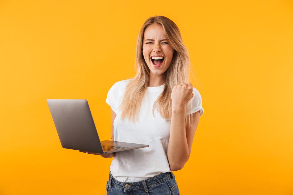 Una ragazza realizza con successo il suo sito web WordPress