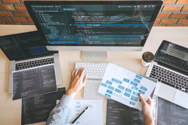 Un web designer al lavoro